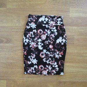 NWOT! Black Floral Stretchy Pencil Skirt w/Slit L